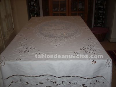 tabl n de anuncios mantel de mesa bordado a mano. Black Bedroom Furniture Sets. Home Design Ideas