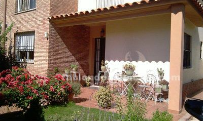 Chalet con piscina solo mujer