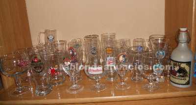 Jarras, copas y vasos de cerveza