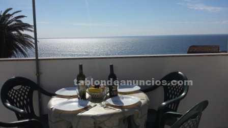 Alquilo atico con vistas al mar a la monta�a y con terraza