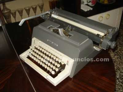 Máquina de escribir olivetti, mod. Linea 98