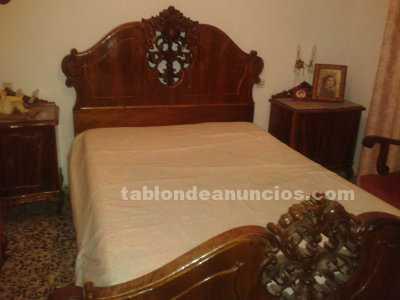 Dormitorio y muebles anexos de nogal
