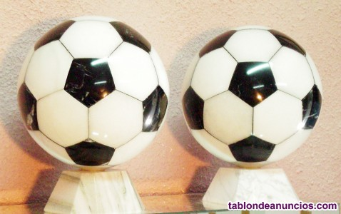 Balón de fútbol en mármol.