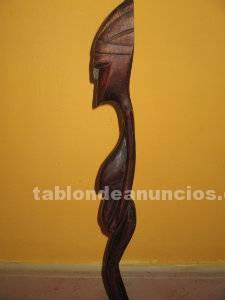 Figura de madera de mujer