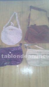 Cuatro bolsos de mujer, regalo dos pañuelos de cuello por 9 euros