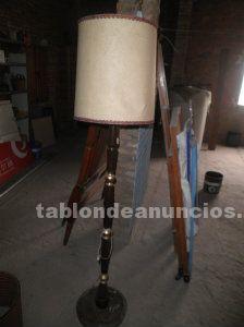 Lámpara de pie antigua de 1,70 m que funciona por 50 euros