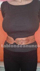 Bonito cinturon de cuero de marca