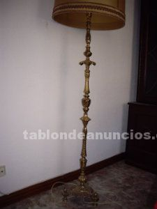 Se vende lampara pie bronce