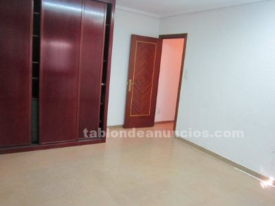 Se vende o alquila local de 200 m2 en francisco vitoria. Ideal negocio montado