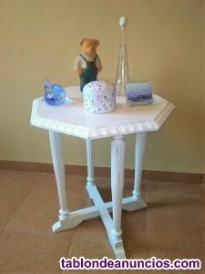 Mesa de te octogonal antigua restaurada y acabada en decape