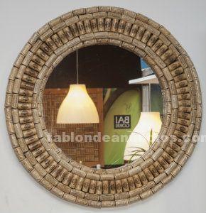 Espejo de corchos de vino