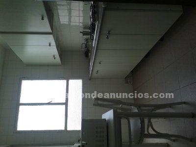 SEVENDE PISO AMUEBLADO  3 DORMITORIOS,SALON, LAVADERO, COCINA y BAÑO REFORMADOS