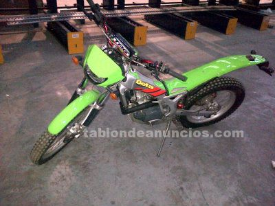 Se vende moto trial rev 3
