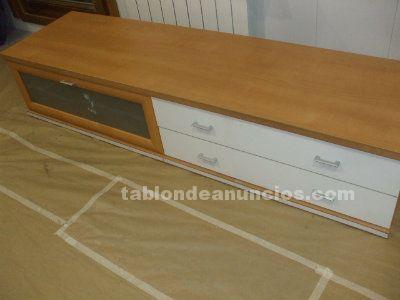 Mueble bajo blanco y roble