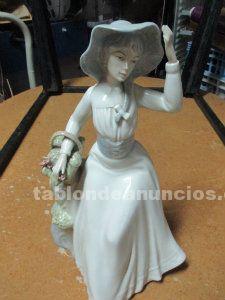 Figurita antigua de porcelana