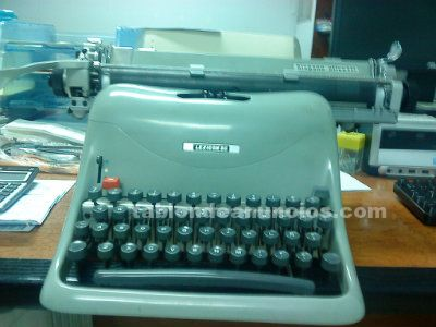 Vendo maquinas de escribir antiguas hispano olivetti y alemana
