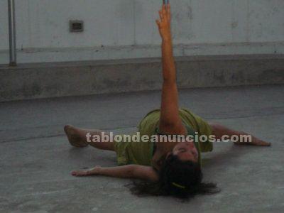 Profesora de yoga, danza moderna, contemporánea, ofrece clases a domicilio