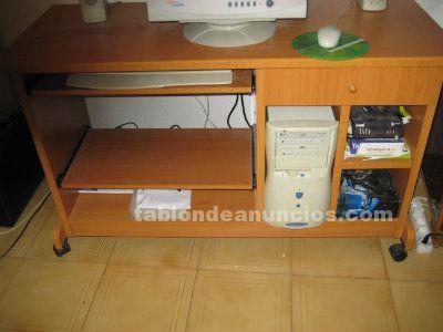 Tabl n de anuncios com mesa de ordenador de madera con - Mesas ordenador con ruedas ...