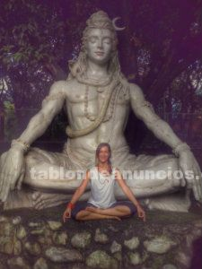 Instructora de hatha yoga