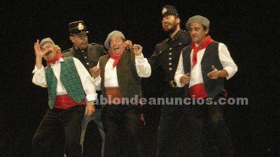 Canta y actúa con Agrupación Lírica