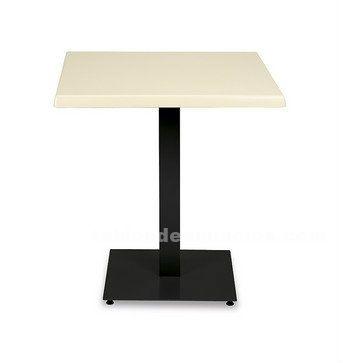 Restos sillas mesas