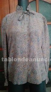 Bonita camisa de seda con lazo