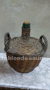 Garrafa antigua de mimbre para decoración por 15 euros