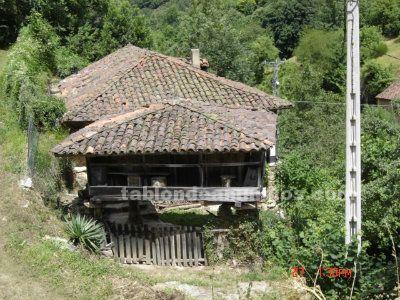 Casa tradicional asturiana renovada con horreo en el parque natural de somiedo