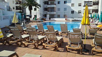 Se vende adosado con piscina, terraza y parking. Pueblo Canario