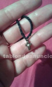 Collar de ganchillo con cruz de cobre
