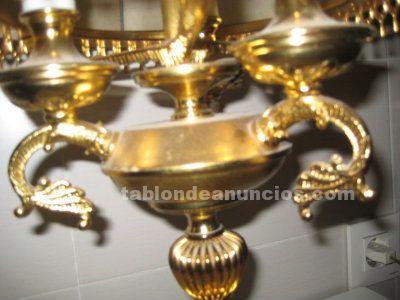 Lámpara de metal dorado