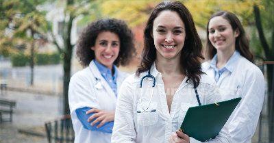 3 enfermeras o enfermeros para hospital en berlin