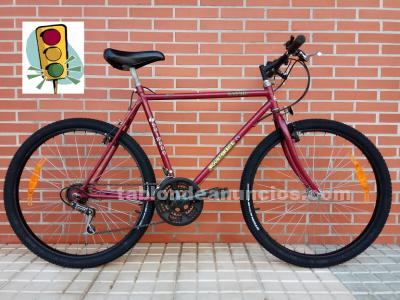Bicicleta mountain bike para reparar