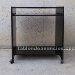 Mesa auxiliar de color negro