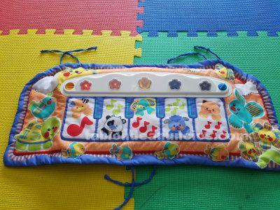 Piano de bebé adaptable a parque por 7 euros