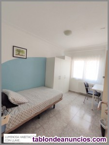 Amplias habitaciones con llave en zona trovador-parque bruil