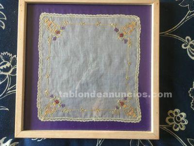 Conjunto de 9 pañuelos enmarcados . Antiguos. Hilo, batista y seda