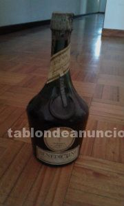 Botella de licor d.o.m benedictino