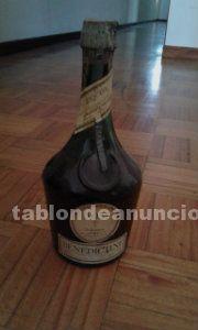 Botella de licor d.o.m benedictino