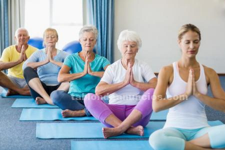 Ancianos/mayores yoga/stretching