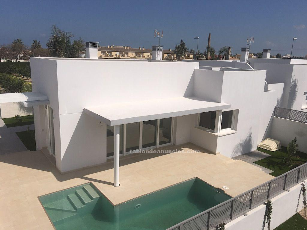 Villas of modern style to 50 m from the beach in denia