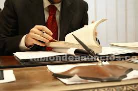 Graduado en derecho y ciencias politicas