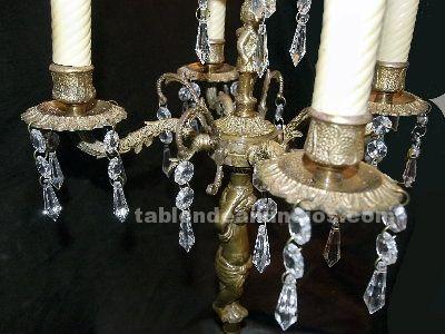 Pareja de antiguos candelabros de bronce dorado
