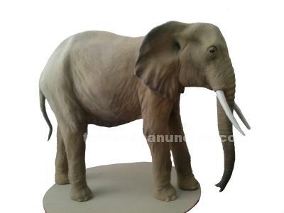 Elefante de cartón piedra