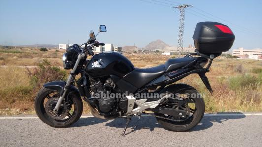 Se vende honda cbf 600n color negro
