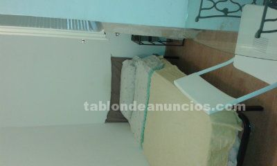 RENT A ROOM FOR WORKING STUDENT GIRL IN MY FLAT IN GRACIA