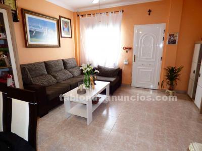 Se vende casa con garaje, terraza, balcones. Santa María del Mar