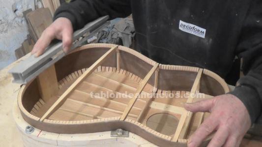 Libro construcción de guitarras artesanales.