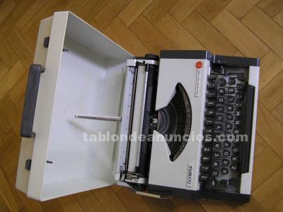 Maquina de escribir olympia traveller de luxe con su maletin typewriter.