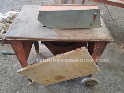 Mesa de corte piedra y metales